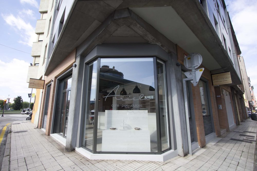 Reforma y diseño de cafe bar en Gijon